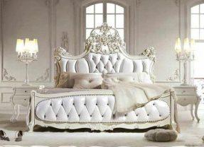 Retour du style néo-classique avec une lampe baroque originale