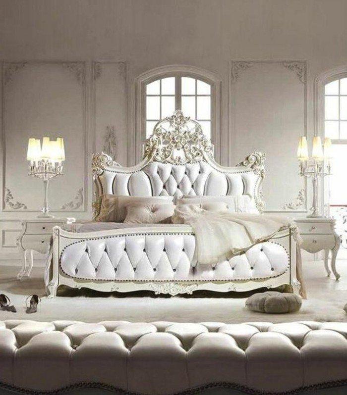 Retour Du Style Néoclassique Avec Une Lampe Baroque Originale Les - Lit adulte baroque