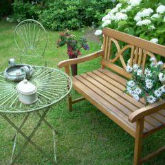 Tendances déco : le grand retour des bancs extérieurs de jardin